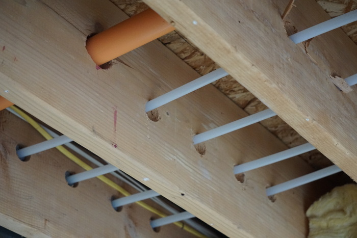 Hydronic heating plastic pipes